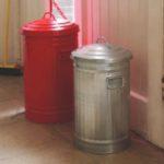 cubos de basura retro